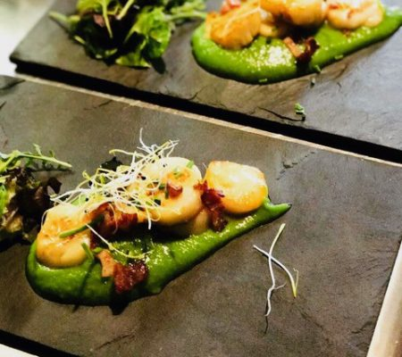 Scallop and pea puree with crisp bacon
